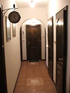 01-house-koridor